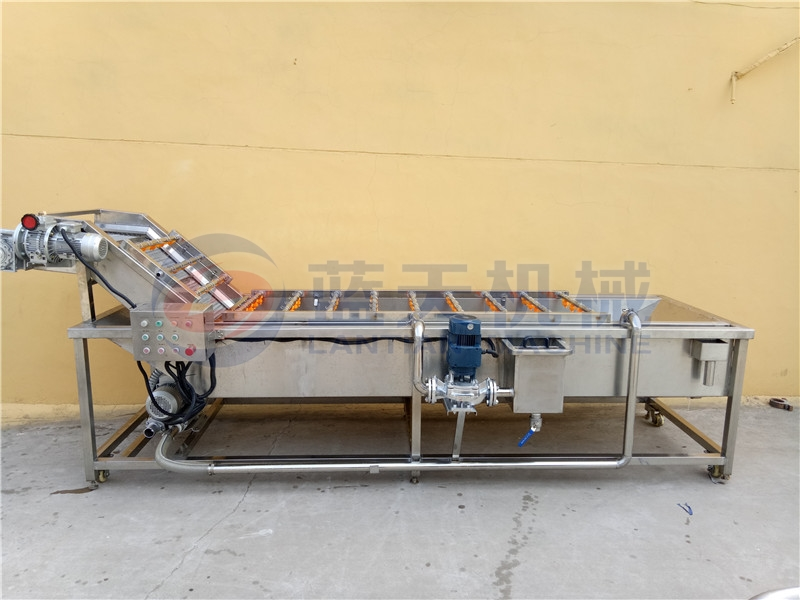 Our cucumber washing machine is very popular with customers because of its simple operation.