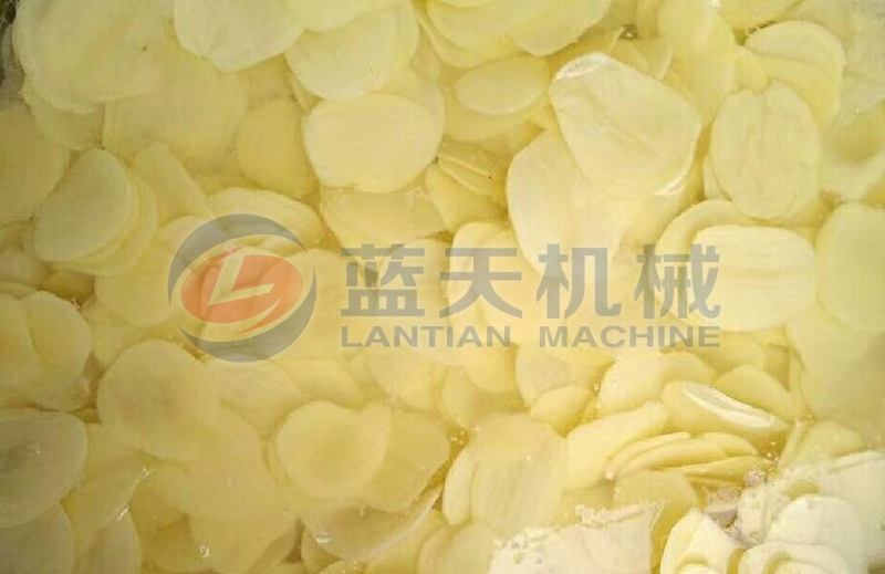 Potato chips can be dried by our potato chips dryer machine for long-term storage.